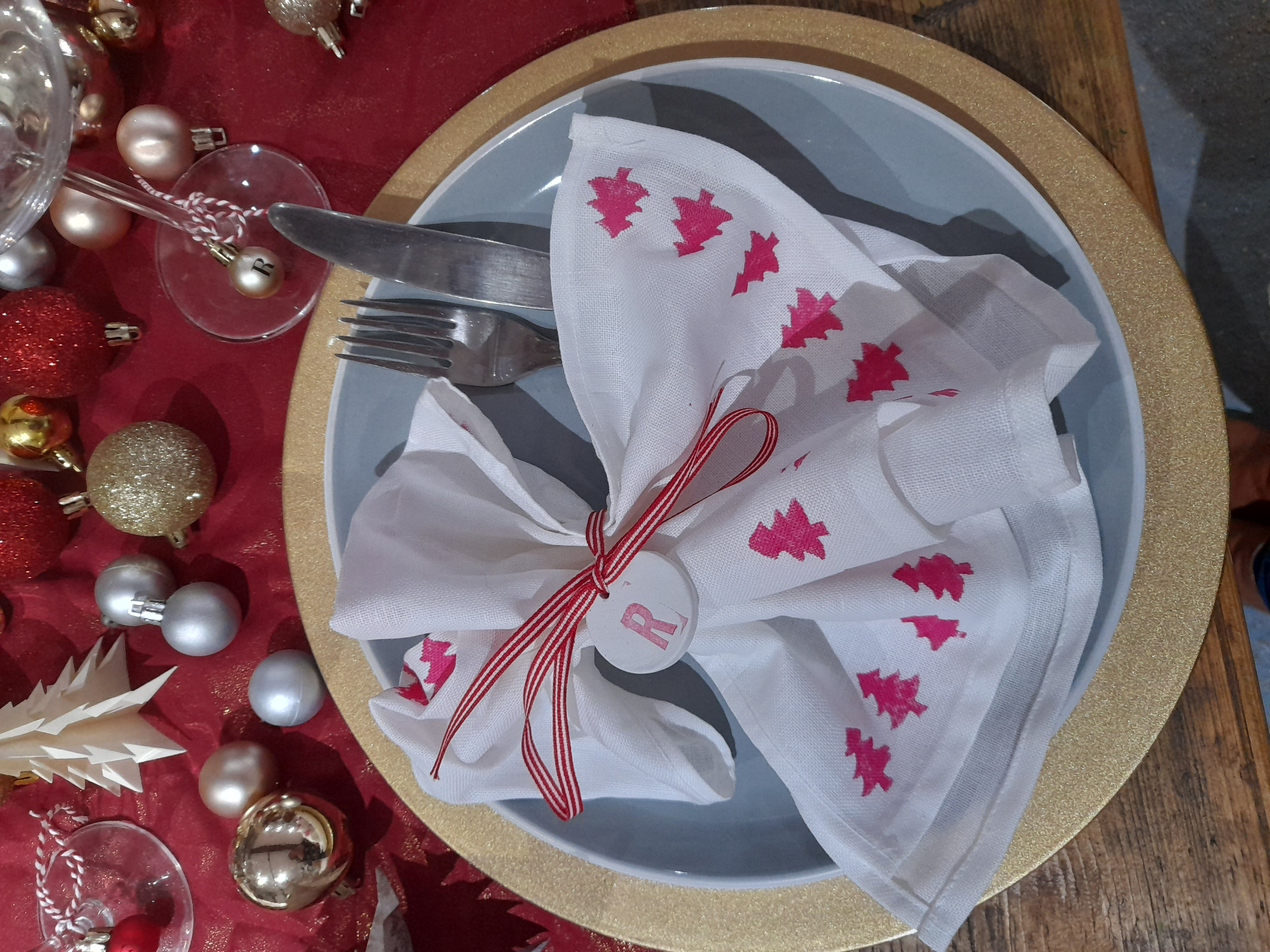 Christmas Table Decoration. Tablescape. Table Decor. Baubles. #TheYearOfTheTable